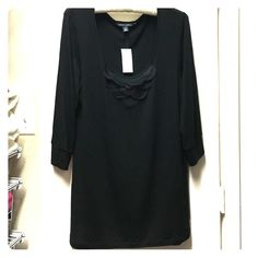 ‼️ DISCOUNTED SHIPPING Banana Republic blouse NWT black Banana Republic 3/4 length sleeve blouse with scalloped details. Stretch fabric is lightweight, very flattering and super soft. Never been worn! Banana Republic Tops Blouses