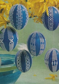 Handcraft Blog: Easter eggs decorated with bobbin lace and crocheted Easter eggs