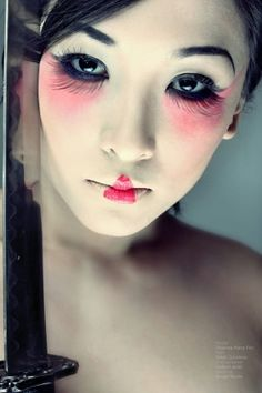 Geisha make up Geisha Makeup, Eye Makeup, Hair Makeup, 2017 Makeup, Asian Makeup, Bold Eyebrows, Bold Lips, Fantasy Make Up, Multicolored Hair