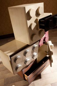 Kinderkamers geinspireerd door Lego. Voor meer kinderkamer inspiratie kijk ook eens op http://www.wonenonline.nl/slaapkamers/kinderkamer/