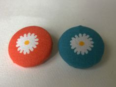 6 Floral Flowers Daisy Fabric Covered Metal Buttons in Blue and White and Orange and White 22mm by littlemayflower on Etsy
