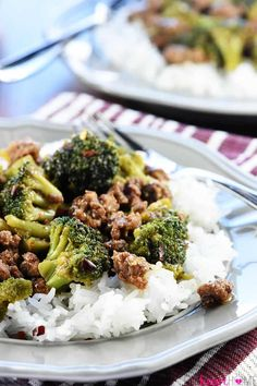 Healthy Ground Beef and Broccoli ~ one of the BEST ground beef recipes.a flavorful, quick and easy skillet recipe that Ground Beef And Broccoli, Healthy Ground Beef, Broccoli Beef, Broccoli Recipes, Ground Beef Recipes, Ground Meat, Healthy Pastas, Healthy Foods To Eat, Healthy Snacks