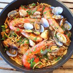 Fideos a la cazuela mar y montaña con gambas Las cazuelas de fideos con carne, pescado y marisco son muy tipicas en Girona, quedan...