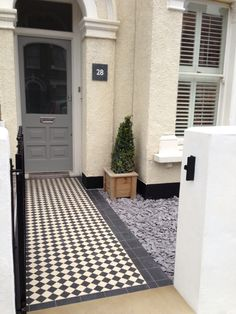 classic black and white victorian mosaic tile path dulwich london Victorian Front Garden, Victorian Terrace, Victorian House, Up House, House Front, Edwardian Haus, Victorian Mosaic Tile, Front Path, Front Walkway
