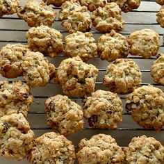 Fursecuri cu fulgi de ovaz si stafide Oatmeal Raisin Cookies, Dukan Diet, Vegan Sweets, Cake Recipes, Biscuits, Caramel, Muffin, Food And Drink, Healthy Recipes