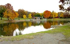Cornwall, NY : RINGS POND IN CENTER OF TOWN