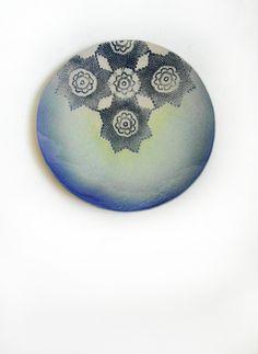Wand Kunst Keramik Teller mit Spitze Ornament Meer und Sterne handgemacht blau grün Platte Interior Dekoration Geschenkidee fürs Haus von KunstLABor auf Etsy more: www.etsy.com/de/shop/KunstLABor?ref=hdr_shop_menu