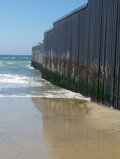 Border fende in Playas de Tijuana. #playasdetijuana #tijuana