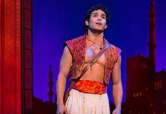 #lieberDschinni ,  ich wünsche mir von Aladdin (Richard-Salvador Wolff) in seine Welt entführt zu werden. Selbst wenn es nur für einen Abend im Hamburger Theater ist. Am liebsten natürlich mit Teppichflug