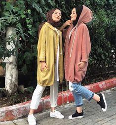 Oversized parka jackets and cardigans hijab looks – Just Trendy Girls Modern Hijab Fashion, Hijab Fashion Inspiration, Muslim Fashion, Mode Inspiration, Modest Fashion, Hijab Fashion Summer, Moda Hijab, Mode Outfits, Fashion Outfits