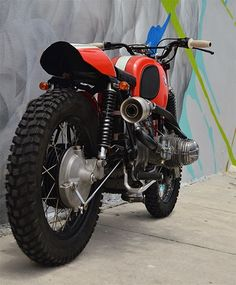 Poderosas Beemers las que salen del garaje de Miami de Xcrambler Cycles . La XC#2, potente interpretación scrambler de una 60/6, obtuvo... Street Motorcycles, Small Motorcycles, Custom Motorcycles, Bike Bmw, Cafe Bike, Moto Bike, Bmw Cafe Racer, Bmw 100, Bmw Design