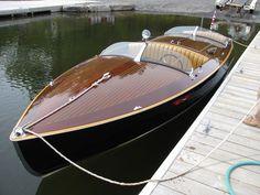 New Custom Boats - Re-finishing of a 21' Minett Shields