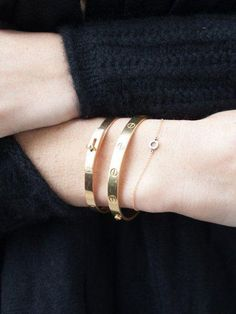 Love these Cartier Gold Bracelets! Jewelry Box, Jewelry Watches, Jewelry Accessories, Fashion Accessories, Fashion Jewelry, Jewlery, Vintage Jewelry, Love Bracelets, Cartier Love Bracelet