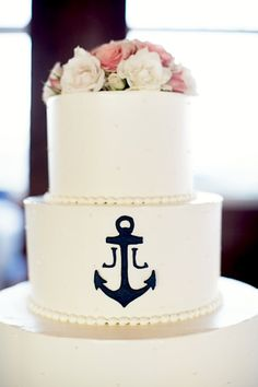 Planning a seaside wedding? Celebrate with a nautical cake.