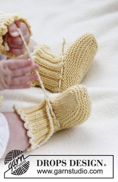 Baby Knitting Patterns Booties Buttercup Booties by DROPS Design 'Soft and warm for little feet. Baby Knitting Patterns, Baby Booties Knitting Pattern, Knit Baby Booties, Knitting For Kids, Knitting Socks, Knitting Designs, Baby Patterns, Free Knitting