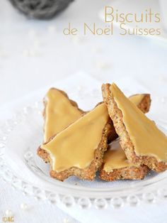 Biscuits de Noël Suisses aux noix - Baumnuss-Guetzli - Gluten-free: What does that mean? Biscuit Cookies, Biscuit Recipe, Chip Cookies, Desserts With Biscuits, Köstliche Desserts, Dessert Biscuits, Cookie Recipes, Snack Recipes, Snacks