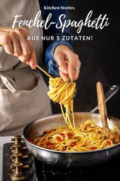 5 ingredients, 20 minutes and you have a delicious fennel .- 5 Zutaten, 20 Minuten und schon hast du eine leckere Fenchel-Tomaten- auf … 5 Ingredients, 20 minutes and you& got a delicious fennel tomato pasta on your table! Salmon Recipes, Potato Recipes, Vegetable Recipes, Pasta Recipes, 5 Ingredient Recipes, Kitchen Stories, Salad Ingredients, How To Cook Pasta, Fresco