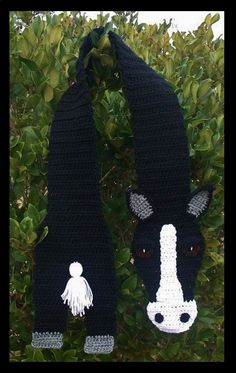 Crochet Horse scarf, black and white