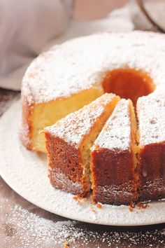 Butter Pound Cake that is very moist and buttery. This Butter Pound Cake is a win for any family! Mini Cakes, Cupcake Cakes, Cupcakes, Just Desserts, Dessert Recipes, Dessert Ideas, Butter Pound Cake, Butter Cakes, Pound Cake Recipes