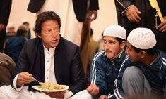 The newly weds Imran Khan and Reham Khan wedding and valima ceremony was a simple, no frills affair. Imran Khan Marriage, Imran Khan Wedding, Imran Khan Pic, Reham Khan, Couple Posing, Couple Photos, Baby Girl Images, Newly Married, Great Leaders