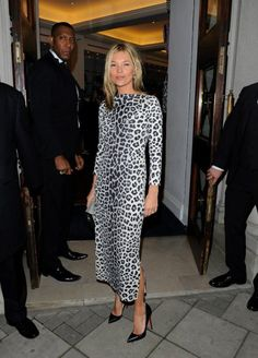 kate_moss_leopard_dress Visit My blog Lionsandwolves.com #Katemoss #leopardprint #leoparddress #fashionblogger #modeblogger #mode #style #streetstyle