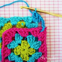 Crochet Granny Square Zippered Pouch Tutorial Skip To My Lou Love Crochet, Crochet Granny, Crochet Flowers, Knit Crochet, Crochet Stitches Patterns, Stitch Patterns, Joining Granny Squares, Zipper Pouch Tutorial, Easy Projects