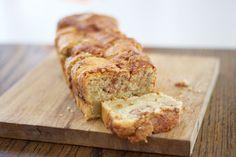 Hämmentäjä: Quick amish bread tastes like cinnamon buns. Nopeasti valmistuva kanelipullan makuinen herkku kahvipöytään.