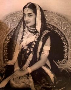 Vintage India, Blue Bloods, History Facts, Hyderabad, Old Pictures, Fashion History, Old Women, Indian Jewelry, Royals