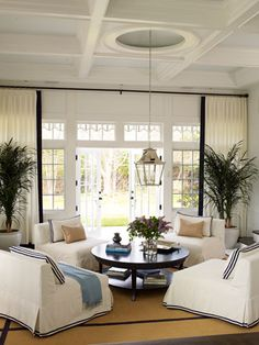 Sitting Room - Love the Chairs! Southampton New York « Roughan Interior Design Room Interior Design, Kitchen Interior, Family Room Design, Southampton, Elle Decor, Nantucket, Great Rooms, Home And Living, Interior Inspiration