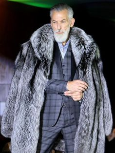 Mens Fashion Night Out Fashion Night, Fur Fashion, Winter Fashion, Mens Fashion, Mode Masculine, Sharp Dressed Man, Well Dressed Men, Couture Coats, Mens Fur