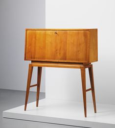 View Writing cabinet by Gio Ponti sold at Design on 27 September 2012 London. Danish Furniture, Wood Furniture, Vintage Furniture, Furniture Design, Gio Ponti, Muebles Art Deco, Vintage Design, Retro Vintage, Home And Deco