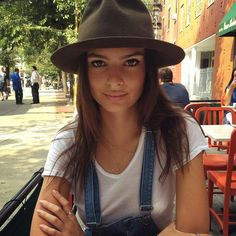 The 5 Most Beautiful Women In The World According To Science Best Fashion Instagram, Emrata Instagram, Skinny Motivation, White Tees, Most Beautiful Women, Girl Crushes, Ideias Fashion, Cool Style, Celebrity Style