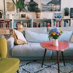 Bookshelf behind couch.Meer in Berlin has it so beautiful ❤ . Bookshelf behind couch.Meer is so beautiful in Berlin ❤ room Source by loukeil Home Living Room, Apartment Living, Living Room Decor, Living Spaces, Bookshelf Living Room, Apartment Design, Behind Couch, Living Room Inspiration, Home Fashion