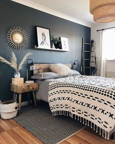 Home Decor Bedroom, Warm Bedroom, Wooden Furniture Bedroom, Black Bedroom Walls, Wooden Wall Bedroom, Industrial Bedroom Decor, Rustic Master Bedroom Design, Edgy Bedroom, Modern Rustic Bedrooms