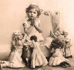 ️Antique Studio Photo... Girl posed with Dolls.