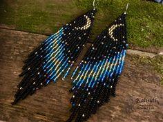 beaded earrings how to #BeadedEarrings Seed Bead Bracelets, Seed Bead Jewelry, Seed Bead Earrings, Diy Earrings, Seed Beads, Moon Jewelry, Jewlery, Beaded Earrings Patterns, Loom Bracelets