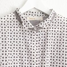 Shirt and print detail of one of our bestsellers #oversizeshirt #smallcollar #contrastdetail #textiledesign #print #organiccotton #naturaldyes #handprinted #screenprint #blackandwhite #geometric #graphic #minimal #style #casual #vegan #saturday #weekend