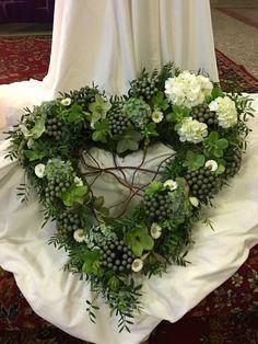 Funeral Floral Arrangements, Large Flower Arrangements, Front Garden Entrance, Grave Decorations, Funeral Planning, Memorial Flowers, Sympathy Flowers, Valentines Flowers, Autumn Decorating