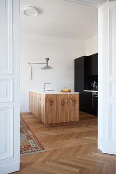Minimal wooden kitchen island and Le Corbusier´s lamp de Marseille. Apartment in Berlin-Kreuzberg. Interior design by Fabian von Ferrari.