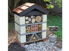 "Build a ""bug hotel"" to attract beneficial bugs to your garden Garden Bugs, Garden Yard Ideas, Garden Projects, Backyard Ideas, Bug Hotel, Outdoor Projects, Outdoor Decor, Outdoor Living, Hotels"
