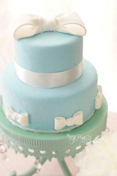 002//2段おリボンケーキ。ベースのお色はティファニーブルー。