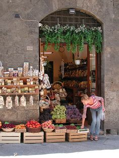 Stopping at local produce shops along the way for quick snacks. Places To Travel, Places To See, Places Ive Been, Architecture Restaurant, Toscana Italia, Siena Italy, Travel Around, Tuscany, Travel Inspiration