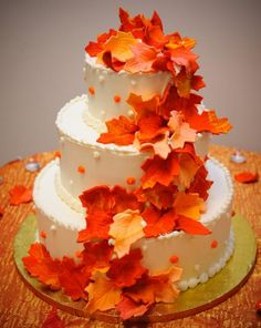 gorgous wedding cakes with maple leaves