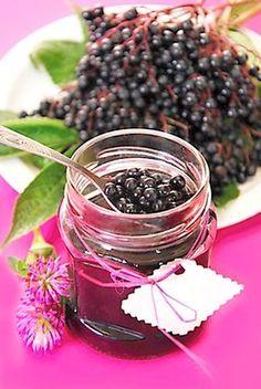 Kompot z plodů černého bezu Home Canning, Chutney, Food And Drink, Bulb, Herbs, Homemade, Drinks, Cooking, Sweet