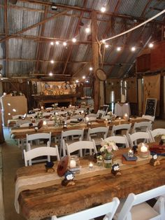 This week, Bianca Weddings is going country! Rustic, barn style weddings have just exploded over the past year and we have to say that we LOVE this trend!   One key element in a rustic wedding? Wooden, rectangular farm style tables! We love the way these were set up and decorated!