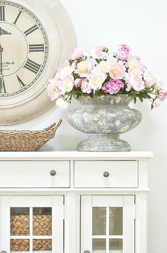 Farmhouse Living Room Furniture, Living Room Decor, Decorating Your Home, Summer Decorating, Decorating Tips, Bright Decor, Room Paint Colors, Beautiful Flower Arrangements, Seasonal Decor