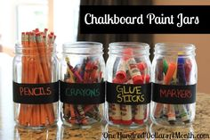 Easy Kids Crafts - Chalkboard Paint Jars for Back to School Storage! Keep your school supplies organized with this simple mason jar craft idea.