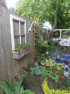 ♫ Vintage Window Frame ♫ - need to do this with the blue frame box I found. Outdoor Projects, Garden Projects, Outdoor Decor, Window Planters, Pallet Planters, Vintage Windows, Backyard Retreat, Window Frames, Yard Art
