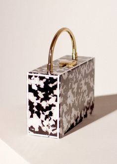 Accessories edition for Woman 2020 Brand Name Bags, Shoes Wallpaper, Back Bag, Cute Bags, Casual Bags, Luxury Bags, Purses And Handbags, Fashion Bags, Neon
