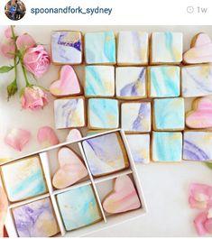 Marble effect watercolour iced sugar cookies - so pretty.